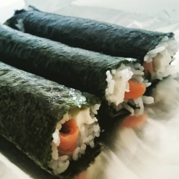 how to make a philadelphia roll at home with salmon and cream cheese and rice philadelphia roll